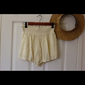 Muse by Rimo high waisted crinkle shorts (cream)